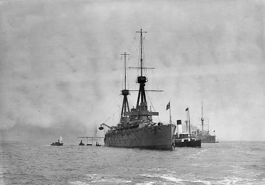 Invincible anchored at Spithead in June–July 1909
