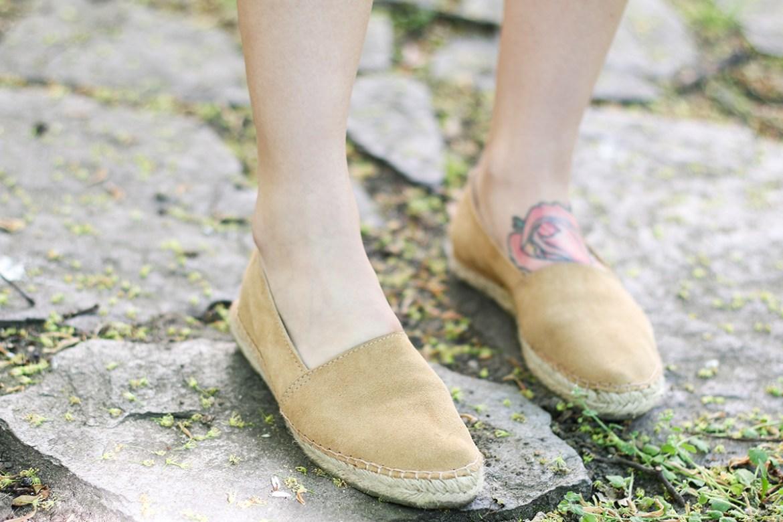 crop_shirt_shoes_2