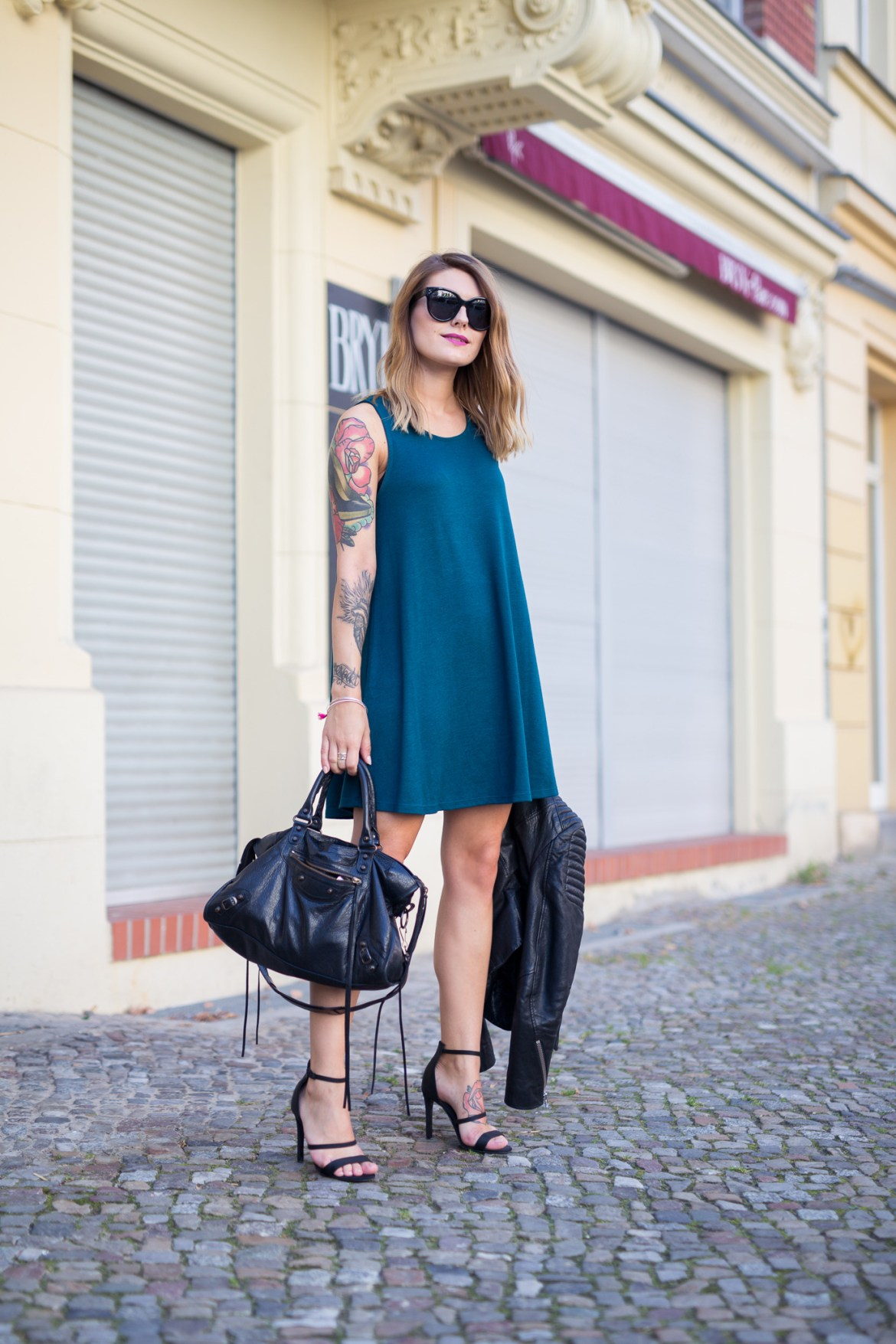 Black_and_Green_Dress_4