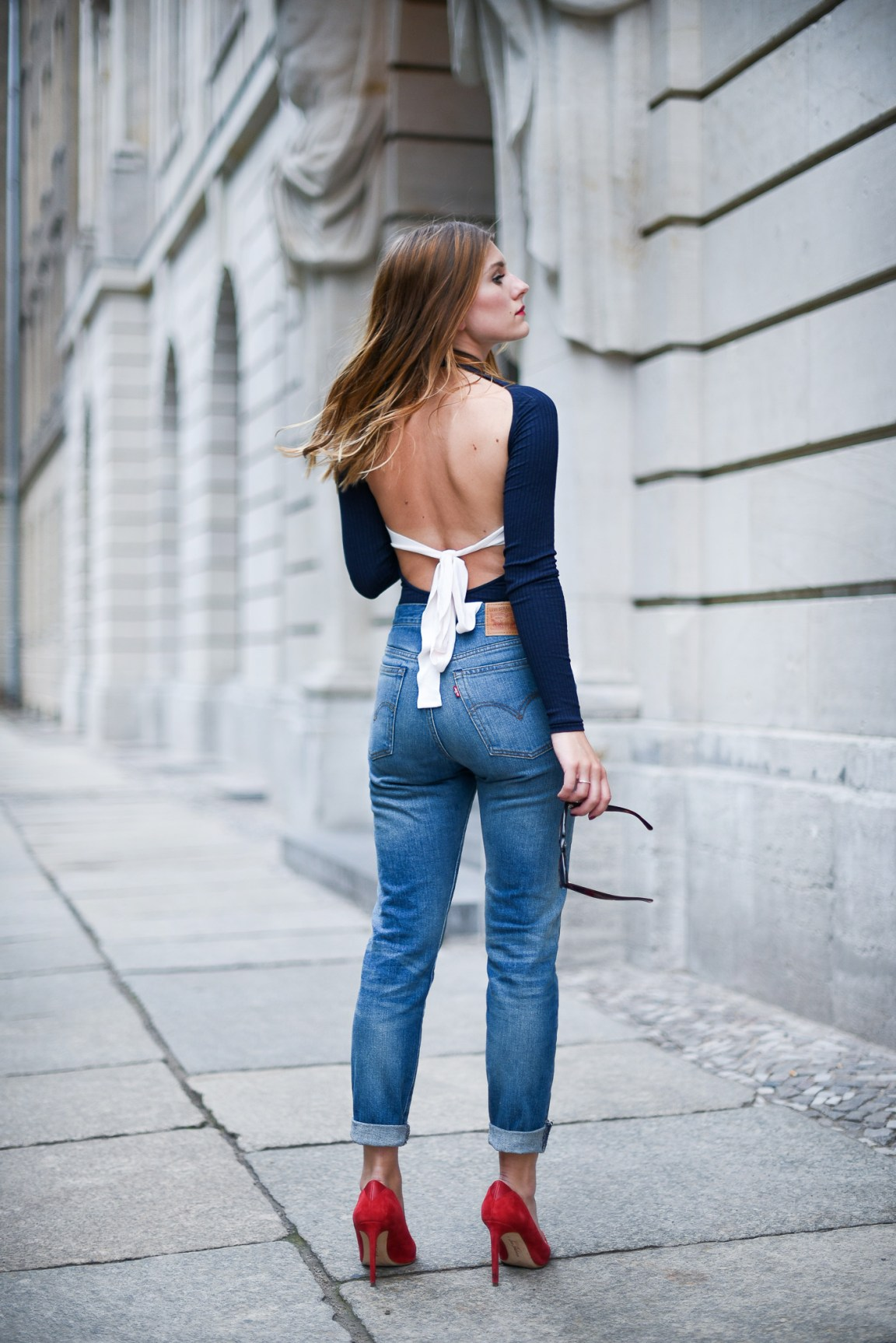 sexy_back_shirt_outfit_1