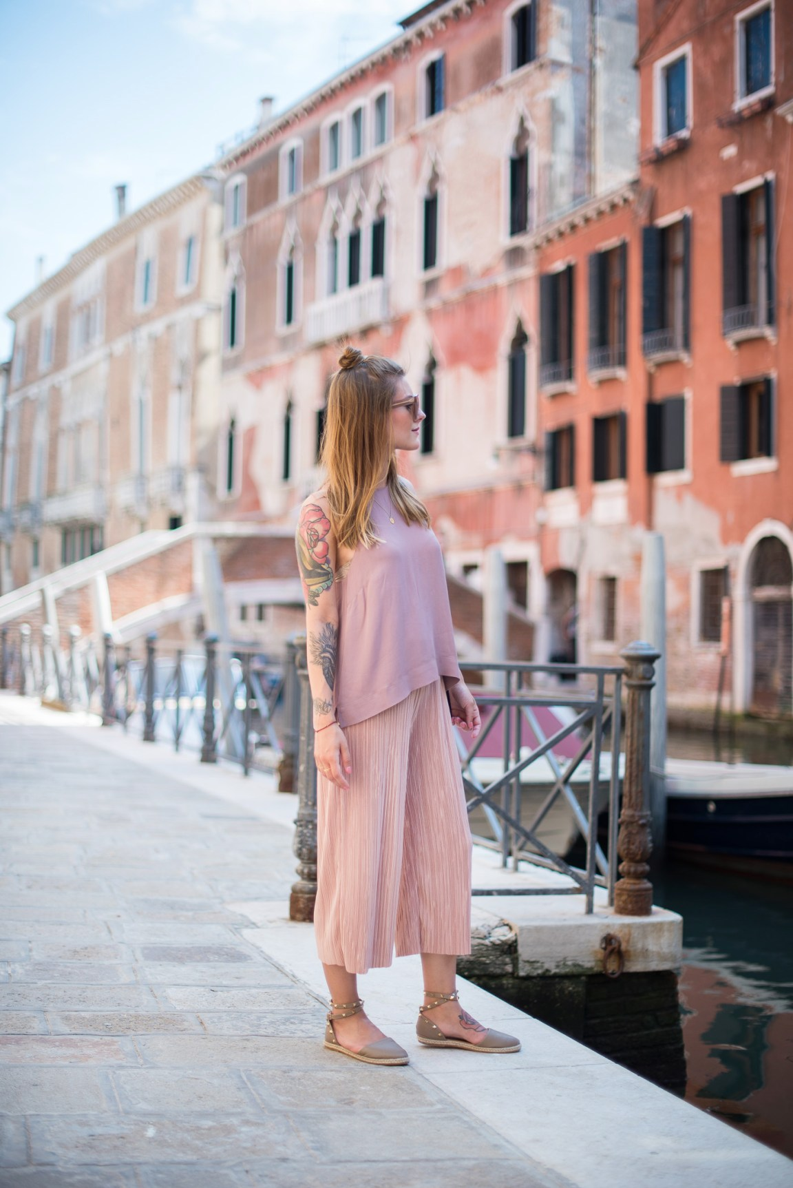 Candy_colors_culotte_outfit_in_Venezia_9