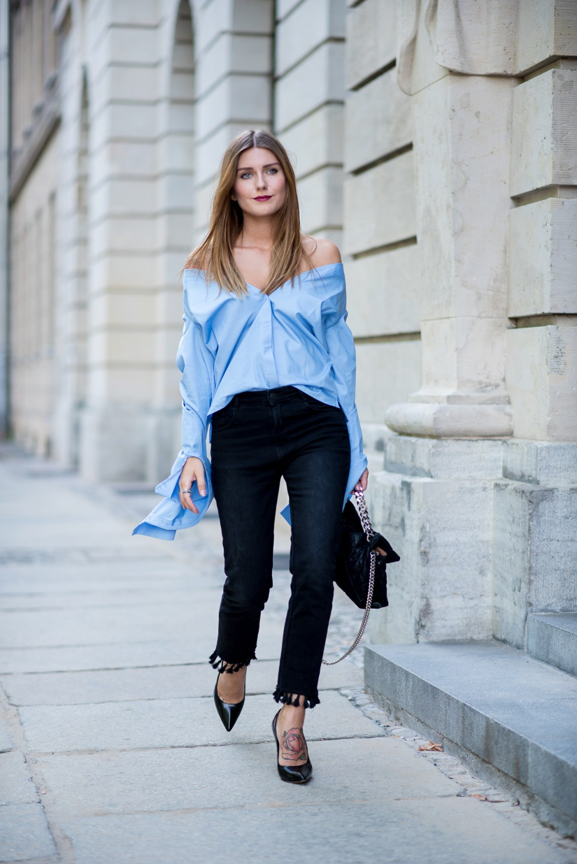 big_sleeves_and_fringed_jeans_4