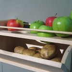 Picture: Store Potatoes with an Apple to Keep them from Sprouting
