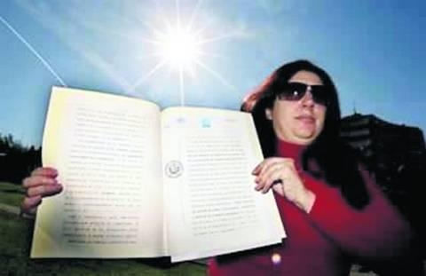 Picture: Woman claims She Owns Sun, Wants to Charge Everyone