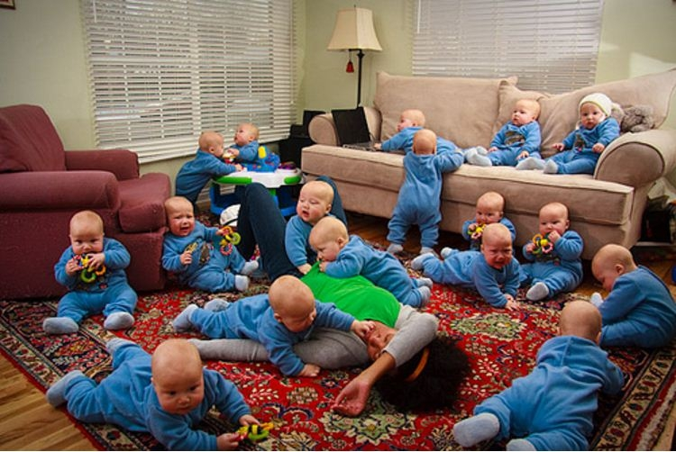 Picture Suggesting Mother Gives Birth to 17 Babies at Once in USA
