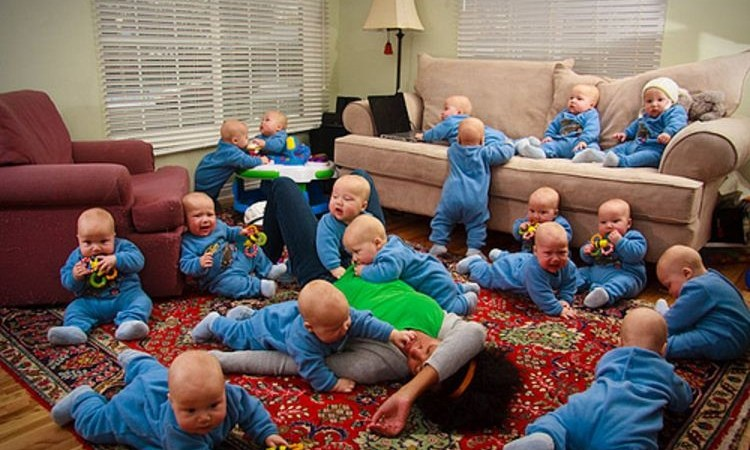 Mother Gives Birth to 17 Babies at Once in USA: Hoax