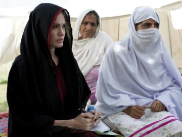 Picture Suggesting Angelina Jolie Converts to Islam
