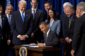 Picture Suggesting Obama Signs Executive Order Banning The Pledge of Allegiance in Schools Nationwide
