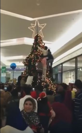 Muslims Attack a Christmas Tree in an American Mall: Video - Hoax ...