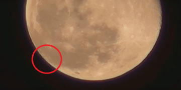 Picture Suggesting to Show UFO Fleet Captured Leaving Moon, Video