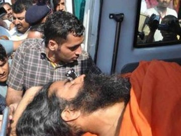 Picture Suggesting Baba Ramdev Died in Car Accident on Pune-Mumbai Highway