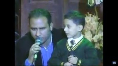 Image of Pakistani boy Ghulam-e-Murtaza singing with his father Nadeem Abbas