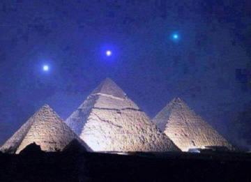 Image about Mercury, Venus & Saturn Planets Align Above Giza Pyramids