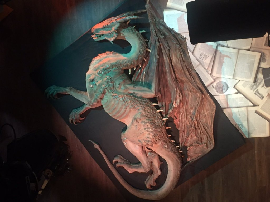 Image of The Dragon model on set of TV program Cuarto milenio