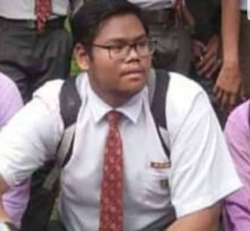 Image of Malaysian Teen Dies of Electrocution Using Headphones of Charging Phone