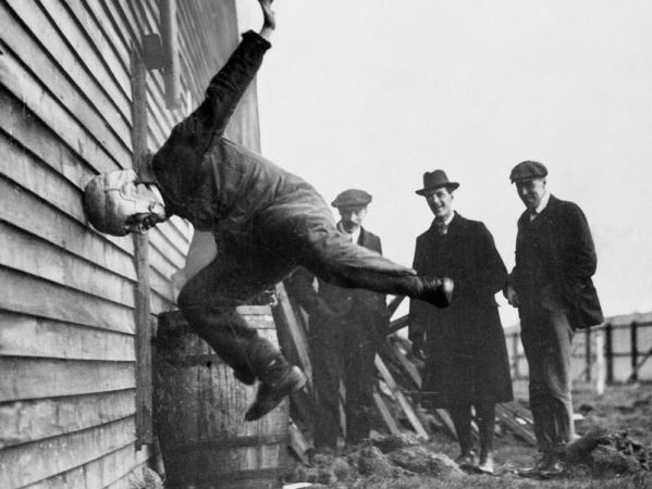 Bizarre Picture of Testing Football Helmets in 1912: Fact Check