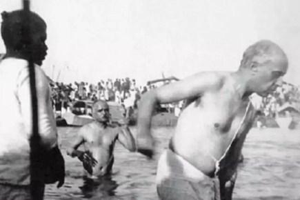 Jawaharlal Nehru Performing Kumbh Snan in 1954, Picture: Fact Check
