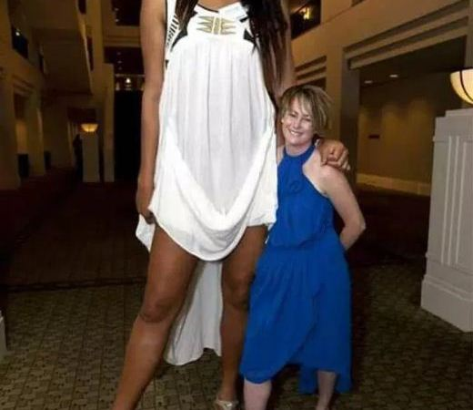 World's Tallest Woman Measuring More than 9 Feet: Fact Check
