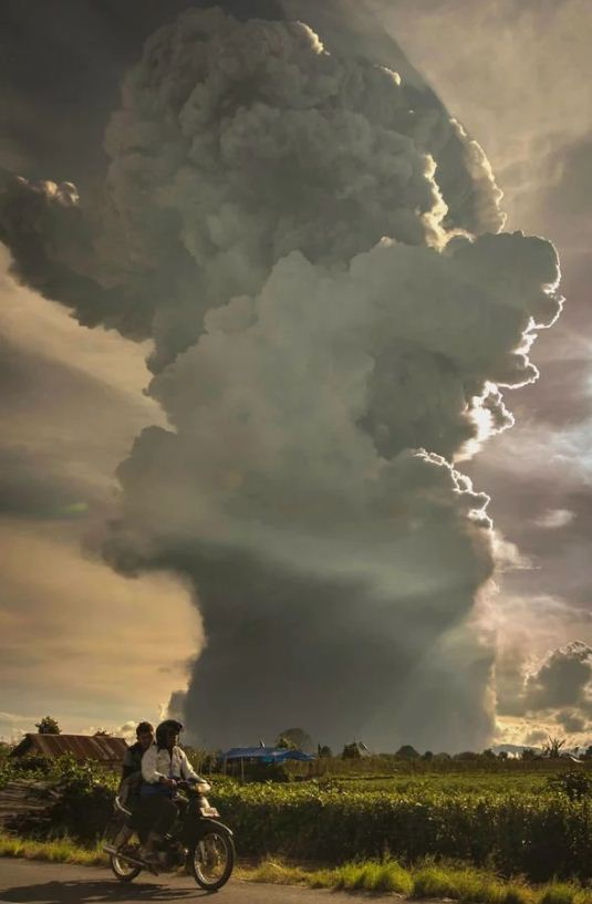 Image of Ash plume darkened the sky in Indonesia