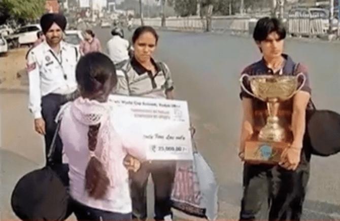 Image of Women Kabaddi World Cup Champs Wait for Auto Rickshaw
