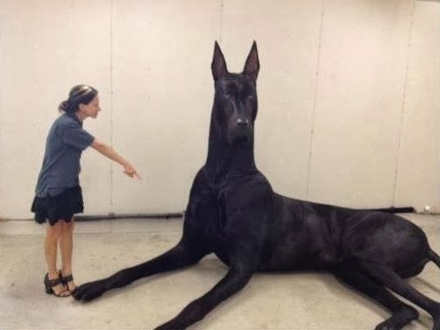 Amazing Picture of Clifford, the Big Black Dog: Fact Check