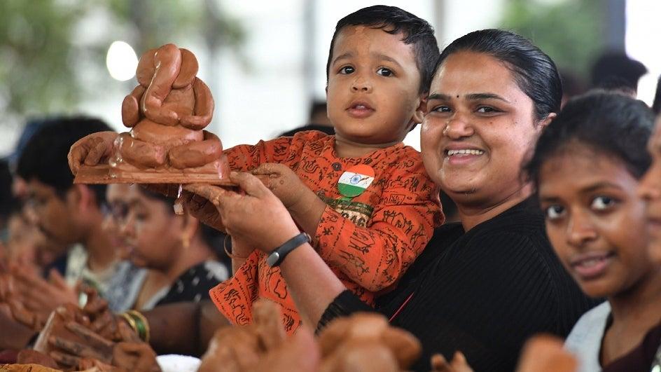 Image of Making of Eco-friendly Ganesha idols in Bengaluru, Guinness World Record