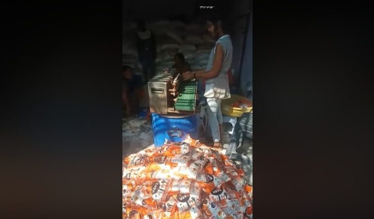 Unhygienic Tata Salt Packed & Sold to Consumers, Video: Fact Check