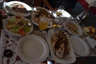 Die fangfrischen Fische wurden wurden vom Restaurant köstlich zubereitet.