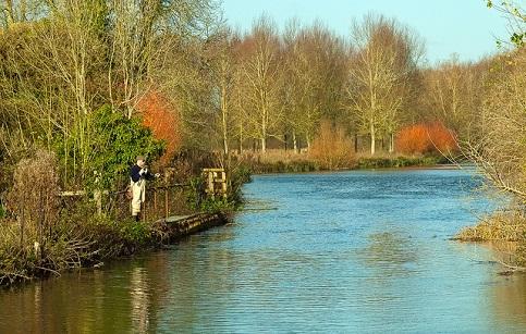 Im Winter sind die Tage kurz und man muss sich beeilen, um seine Fische zu fangen.