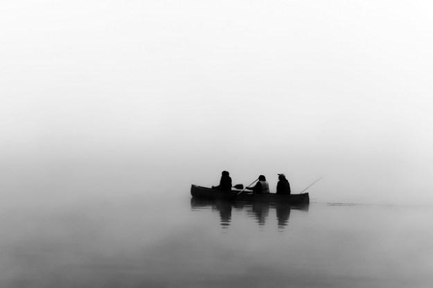 Auf Zander wird vom Boot aus gefischt.