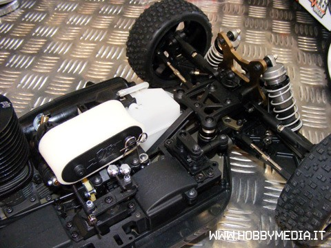 hpi-d8-rtr-buggy-a-scoppio-in-scala-1-8-toy-fair-2011-a