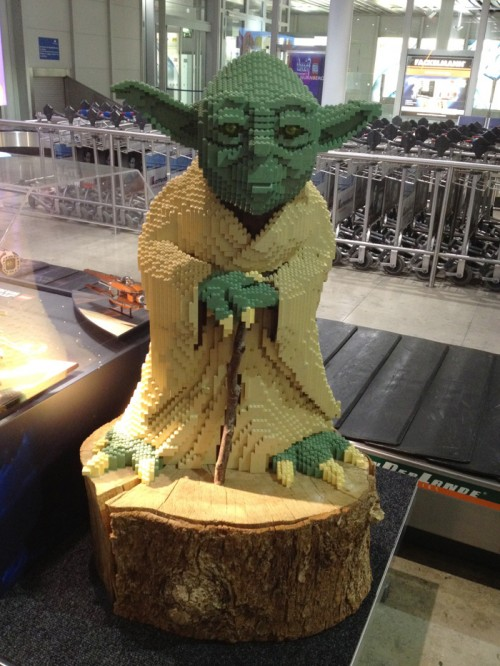 yoda-lego-star-wars-airport