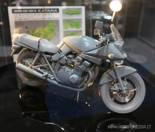 suzuki-gsx-1100sl-katana-0