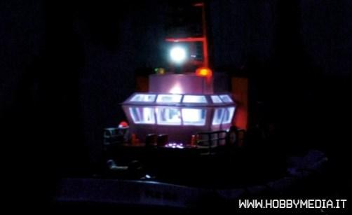 fantasyland-nave-fire-boat-luci