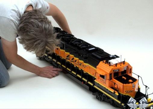 locomotiva-lego-sd40-2