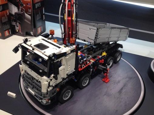 lego-mercedes-benz-arocs-42043