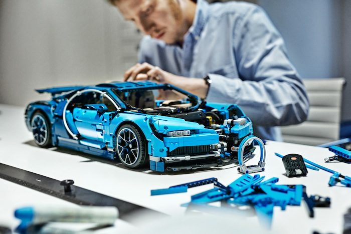 lego technic bugatti chiron set 42083 hobbymedia. Black Bedroom Furniture Sets. Home Design Ideas