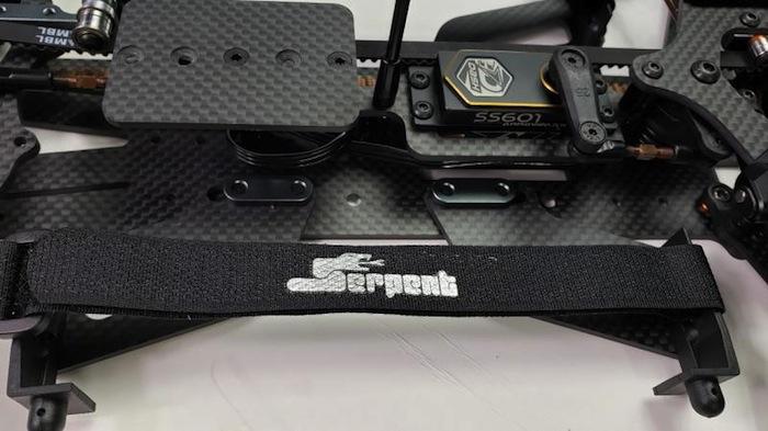 Serpent: Taipan 988e - automodello 1/8 da competizone