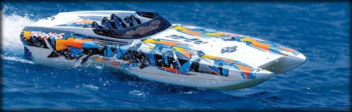 Traxxas: DCB M41 Widebody catamaran