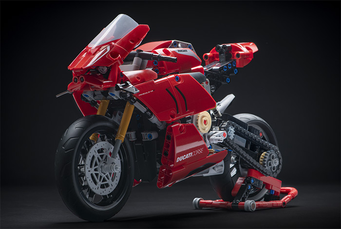 LEGO: Ducati Panigale V4R official event!