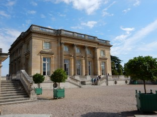 Petit Trianon again - clear skies and very hot again