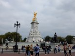 This is the Victoria Memorial outside the Palace Gates