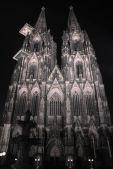 Köln: Der Kölner Dom bei Nacht