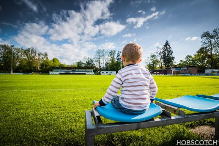 Domenik am Fußballfeld