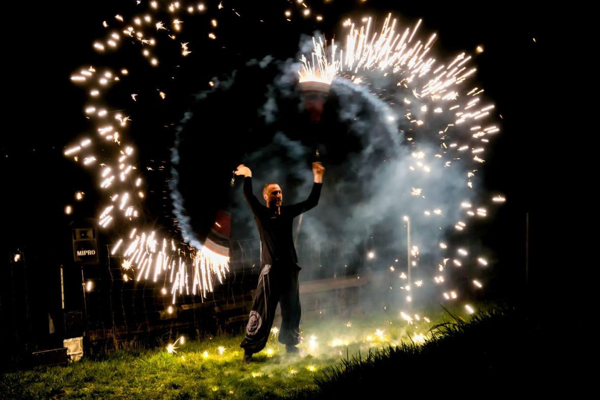 Feuershows und Lichtshows - mit oder ohne Funkenregen ein Genuss