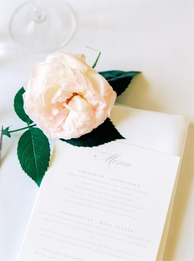 Wedding in Vienna | peonies & baby breath | photos: Melanie Nedelko