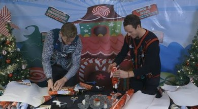 Blackhawks Show Off Wrapping Skills
