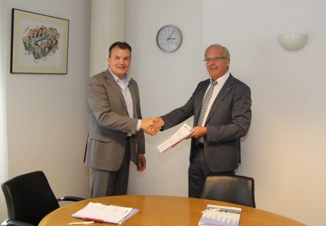 20160809-Ondertekening-anterieure-overeenkomst-bestemmingsplan-Polderdijk-15A-in-Maasdam
