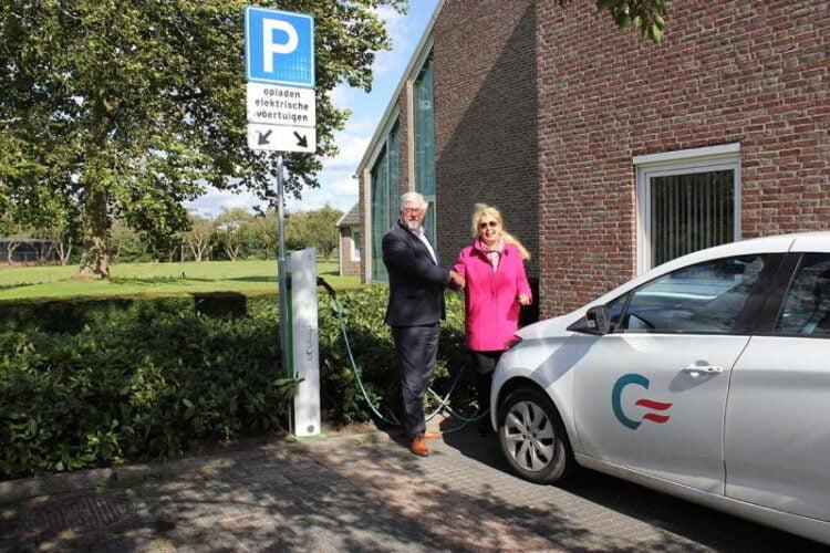 Laadpaal Elektrische Auto S Bij Gemeentehuis Cromstrijen Officieel
