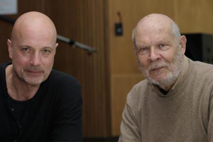 Christian Berkel als Philippe und Regisseur Hans Gerd Krogmann; Bild: NDR/Fritz Meffert